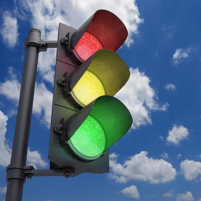 В столице пьяная женщина-водитель снесла светофор (фото)
