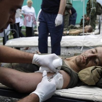 На Светлодарской дуге боевики ранили украинского воина