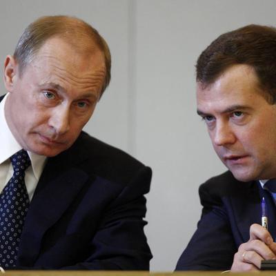 В Сети появилась пародия на новогоднее поздравление Путина и Медведева (Видео)