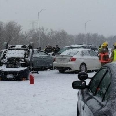 Более сотни авто столкнулись в Канаде из-за непогоды