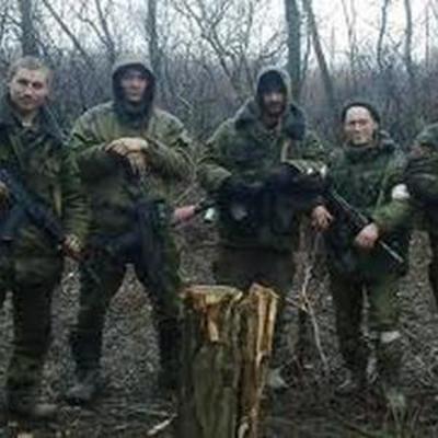 Пришел на Донбасс и встал за спинами женщин и детей: В сети набирает обороты ролик о боевике