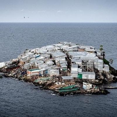 «Яблоку негде упасть»: как живёт самый густонаселённый остров планеты (ФОТО)