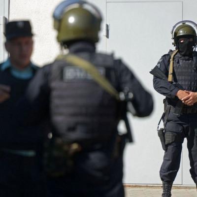 Полицейские продают конфискованные сумки и обувь