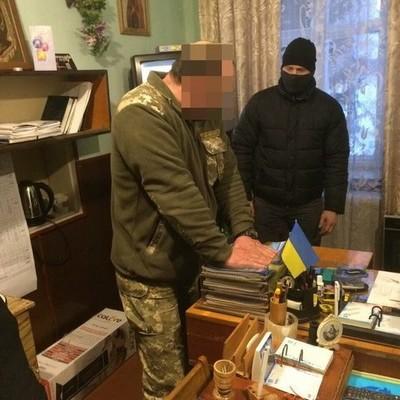 Начальника полигона на Волыни задержали за взятки (фото, видео)