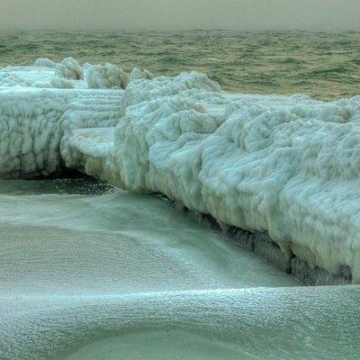 В Болгарии впервые за 63 года замерзло Черное море (видео)
