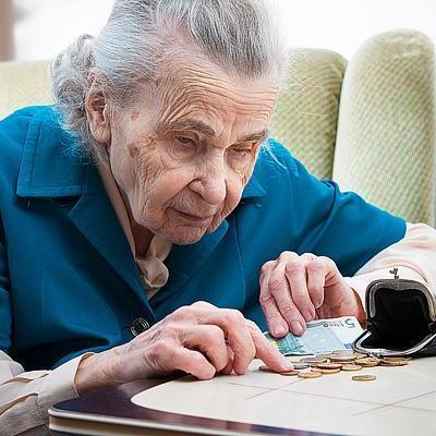 Розенко обещает повышение пенсий в два этапа