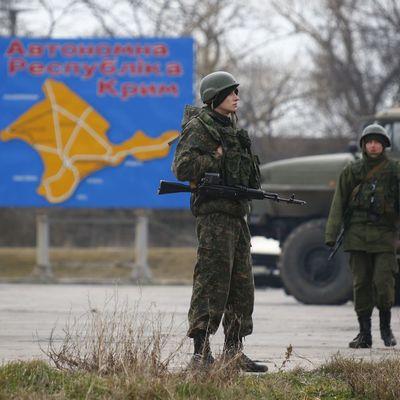 В аннексированный Крым въехала колонна военной техники (Фото)