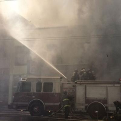 В Киеве тушат масштабный пожар (видео)