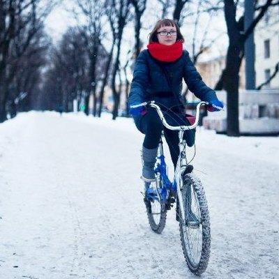 Киевлян, в мороз и гололед, призвали ехать на работу на велосипеде