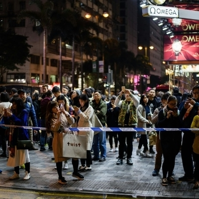 В Гонконге мужчина пытался провести акт самосожжения в метро (Фото)