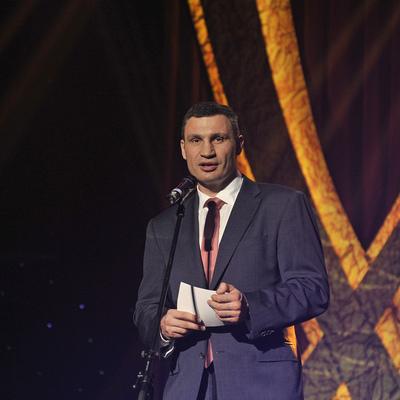 Виталий Кличко вручил 15-ти воинам-интернационалистам сертификаты на квартиры