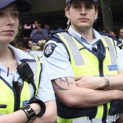 Голландский полицейский устроил «перестрелку» с детьми (видео)