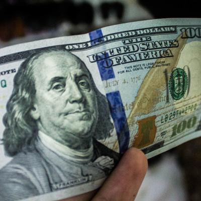 Межбанк закрылся долларом по 27,14 гривни