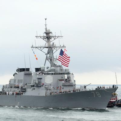Россия прокомментировала опасный инцидент с эсминцем США