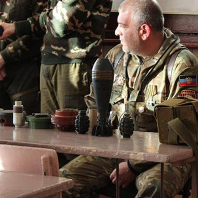 В школах оккупированного Донбасса проводят уроки с героизацией Гиви
