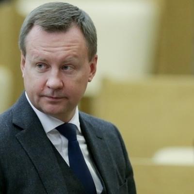 Кто помог помощнику Путина избежать наказания за аннексию Крыма
