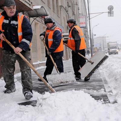 Коммунальщики рассказали, как ремонтируют столичные дороги в морозы