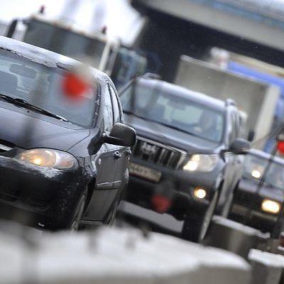 В Киеве из-за ДТП образовалась пробка на Набережном шоссе (карта)