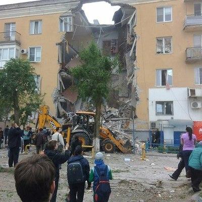 В Волгограде из-за взрыва газа обрушился подъезд жилого дома (фото)