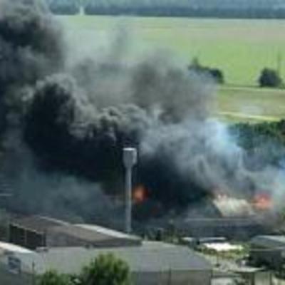 Под Киевом масштабно вспыхнули склады с топливом (фото, видео)