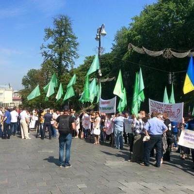 Под Кабмином митингуют против загрязнения рек (фото)