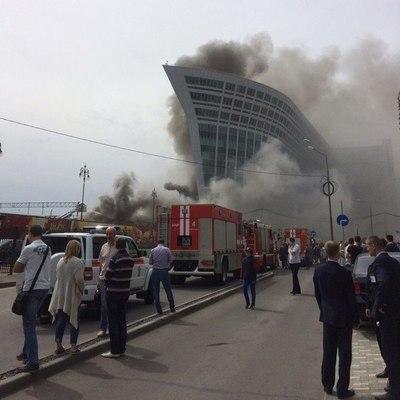 В Москве разгорелся ужасный пожар у Киевского вокзала (фото, видео)