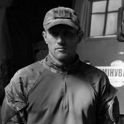 «Перешел в Небесный Батальон»: на Майдане прощаются с командиром саперной роты