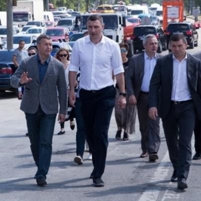 Виталий Кличко: «Движение на путепроводе возле метро «Нивки» восстановят в сентябре»