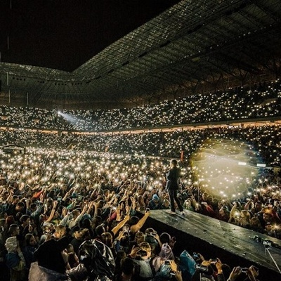 Невероятное видео с концерта «Океана Эльзы»: фанаты почтили Кузьму