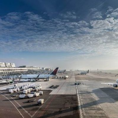 В аэропорту Штутгарта эвакуировали самолет из-за угрозы теракта