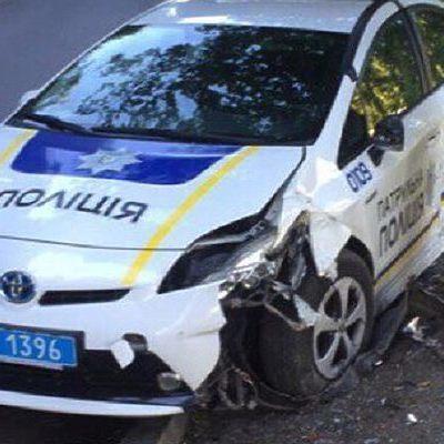 В Киеве нашли разбитый автомобиль полиции (фото)