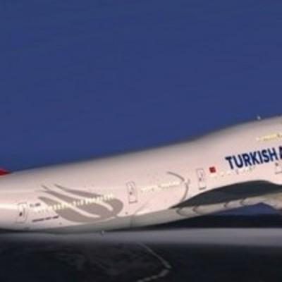 В самолет летевший из Турции попала молния