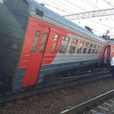 В Москве столкнулись электричка и пассажирский поезд, есть пострадавшие (фото, видео)