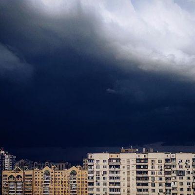 Последствия шквального ливня в Киеве: смертельное ДТП и затопленные дороги