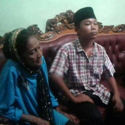 В Индонезии женились подросток и 73-летняя женщина