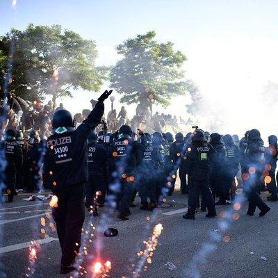 Мощные беспорядки вспыхнули в Гамбурге накануне саммита G20 (Фото)