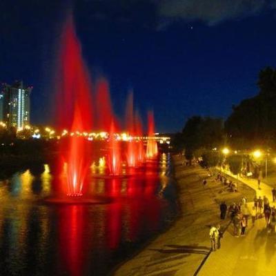 На Русановском канале заработали 12 свето-музыкальных фонтанов
