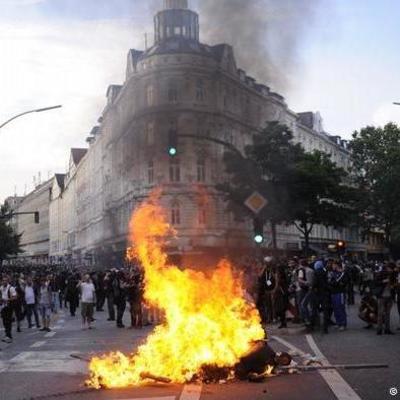 В Гамбурге возобновились стычки с полицией