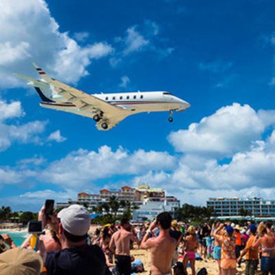 Самолет насмерть сдул туристку на карибском пляже (видео)