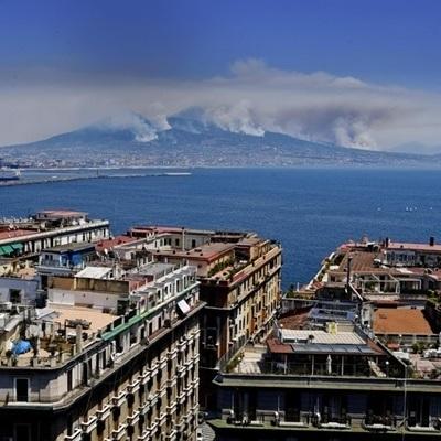Вулкан Везувий снова «проснулся» (фото)