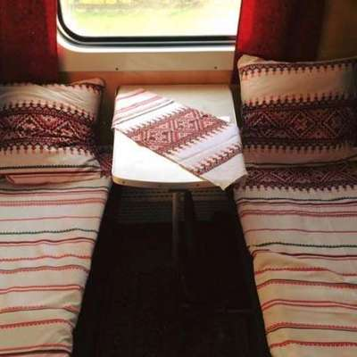 В Украине появился поезд с патриотическим бельем (фото)