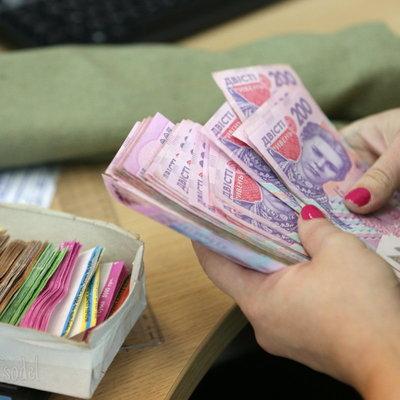 В Украине выросли средние зарплаты