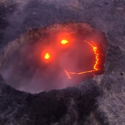 Жуткая улыбка извергающегося вулкана (ВИДЕО)
