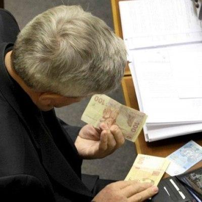 Парубий и 170 депутатов получили по 11 тысяч грн на аренду жилья в Киеве
