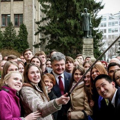 Студент задал Порошенко компрометирующий вопрос об АТО (ВИДЕО)