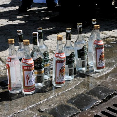 Ядовитый алкоголь продолжает убивать украинцев