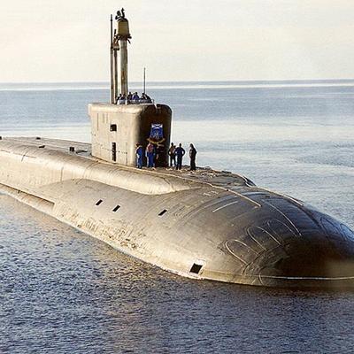 Росийская атомная подводная лодка опять мешает рыбакам