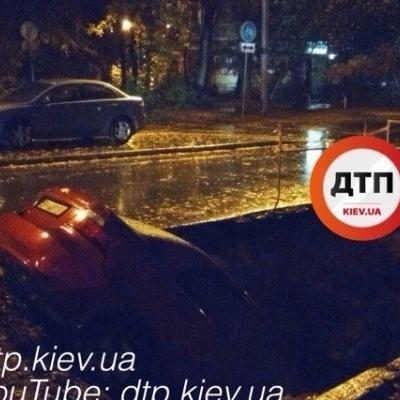Киевский автомобиль начал свое «Путешествие к центру Земли» (фото)