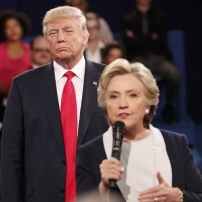 Клинтон стремительно «уходит вперед»