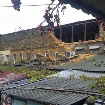 В Одессе обрушился дом: погиб человек (фото)